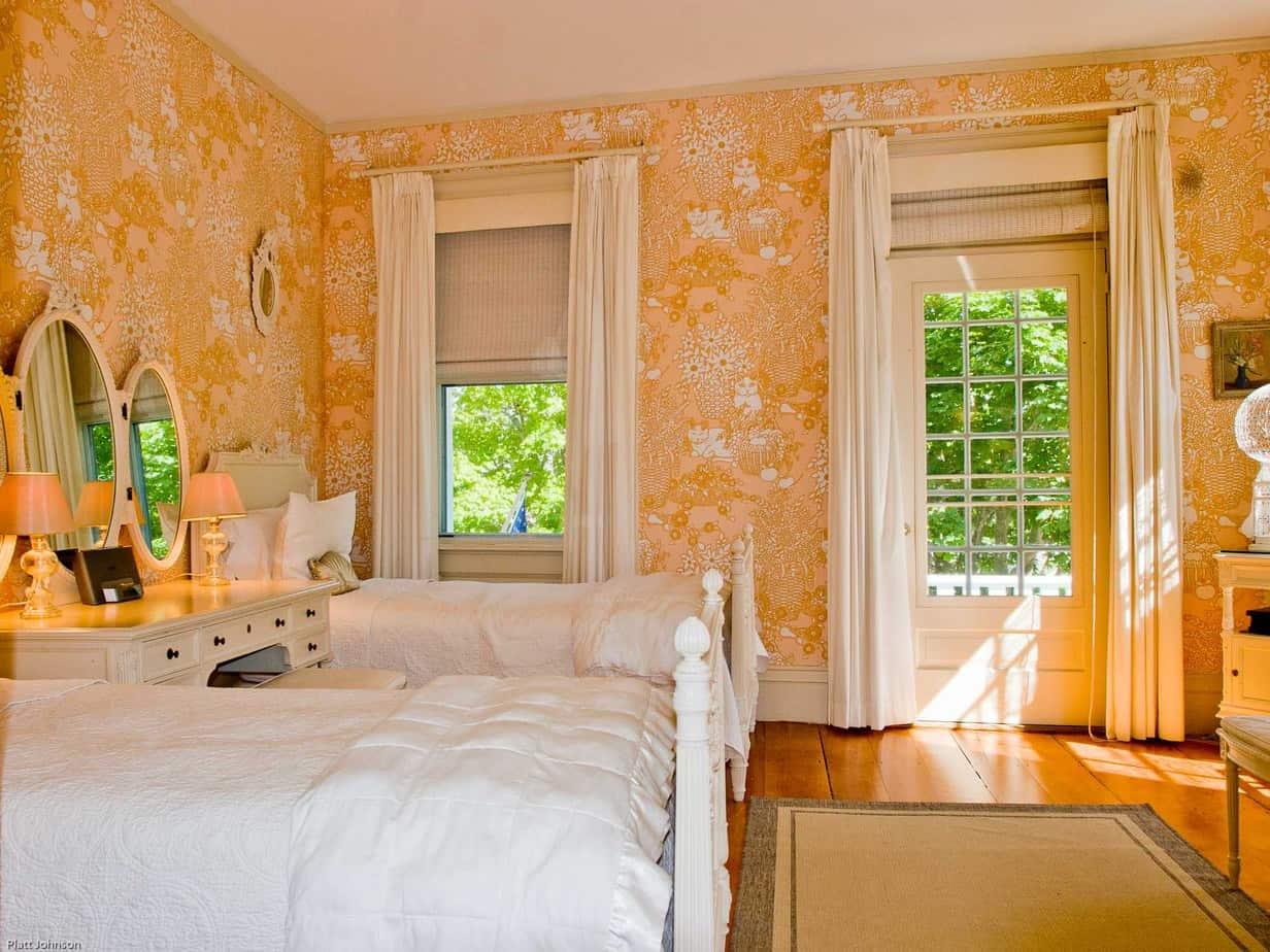 2-2-cat-bedroom