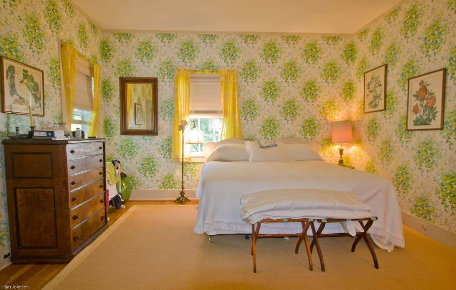 2-5-green-bedroom